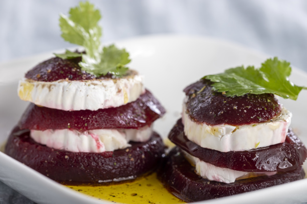 beetroot, slices, with, goat, cheese, and - 28238709
