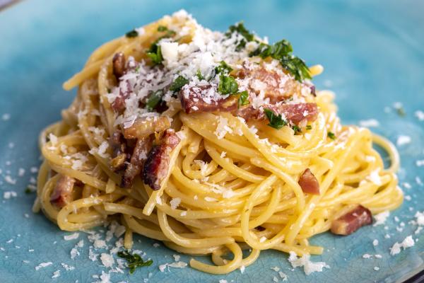 spaghetti, carbonara, on, a, blue, plate - 28238031