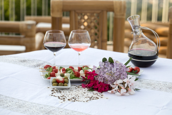 table, on, the, terrace, prepared, for - 28238475