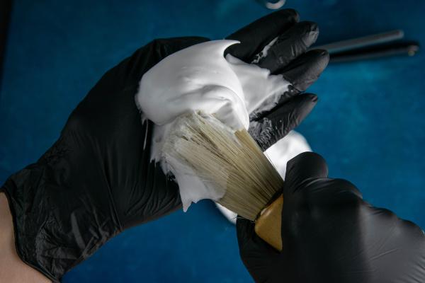 hand, holds, brush, for, applying, foam - 28239547