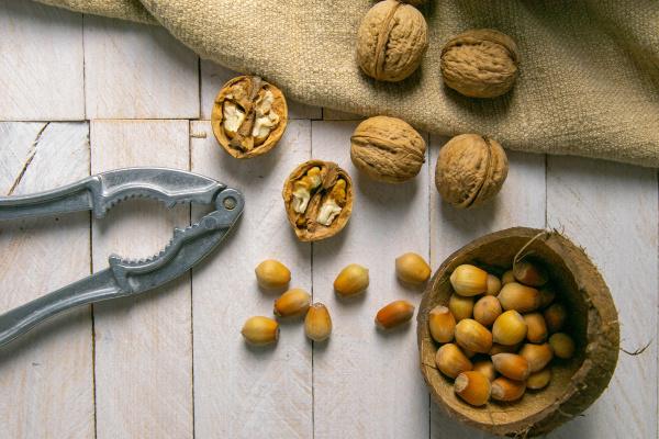walnuts, in, a, wooden, box, next - 28239619