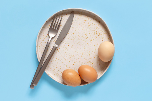 plate eggs fork and
