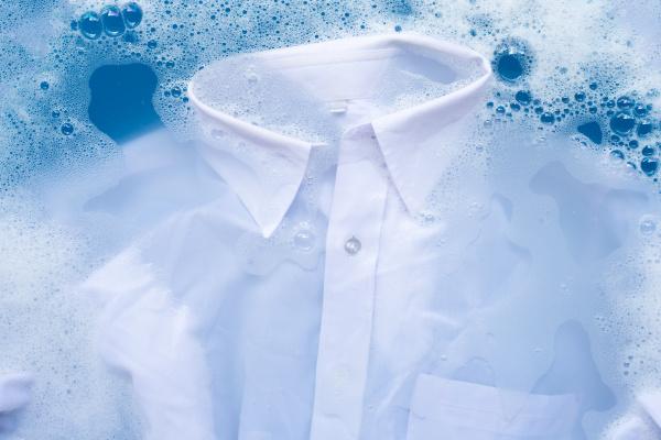 shirt soak in powder detergent water