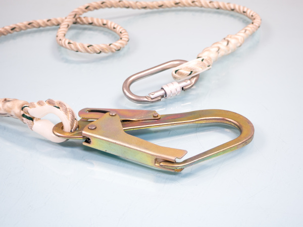 figure eight knot with carabiner silver