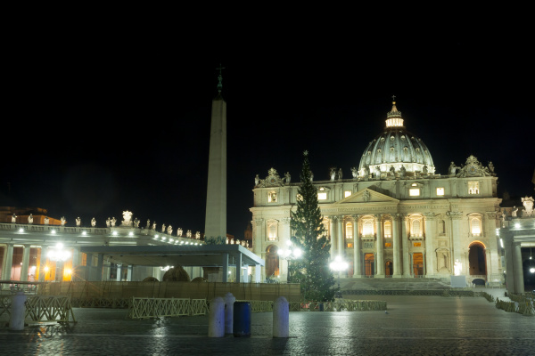 piazza san pietro night scene vatican