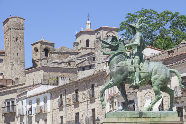 equestrian statue of francisco pizarro at