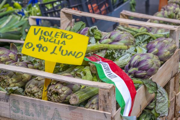 artichokes for sale market stalls campo