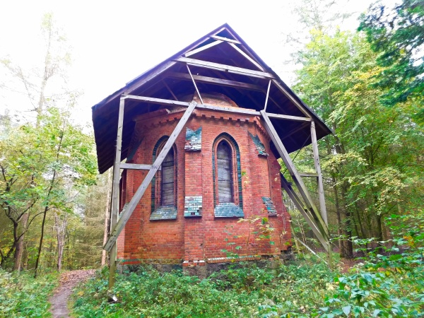 historic ruin of the red chapel