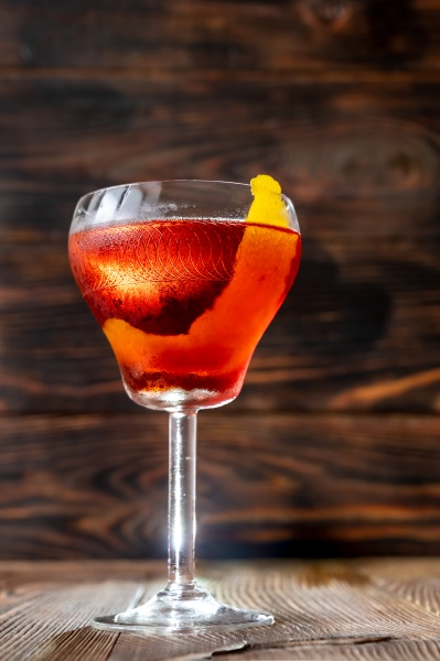 glass of boulevardier cocktail