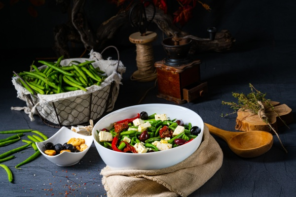 spicy green bean salad with olives