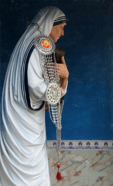 statue of mother teresa catholic church