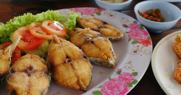 thai style cuisine at outdoor restaurant