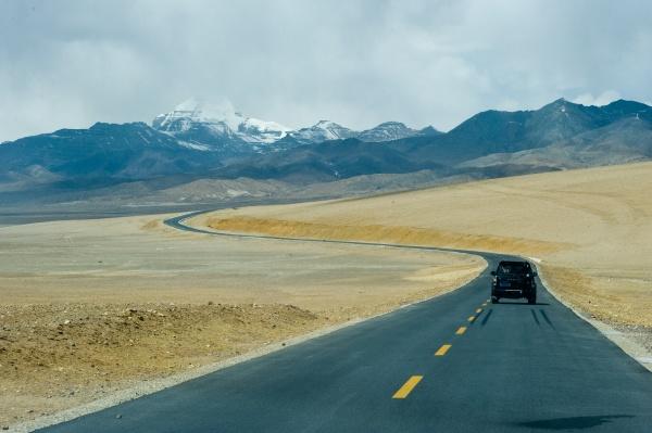asphalt road in tibet track