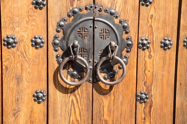 door in bukchon