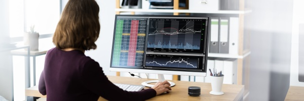 financial broker or trader woman