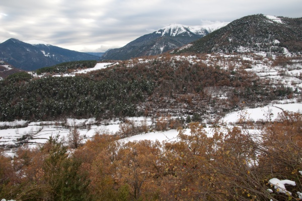 broto valley covered with snow in