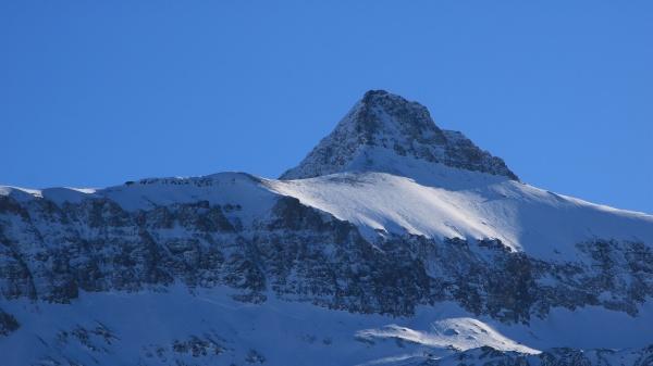 blue sky over mount oldenhorn