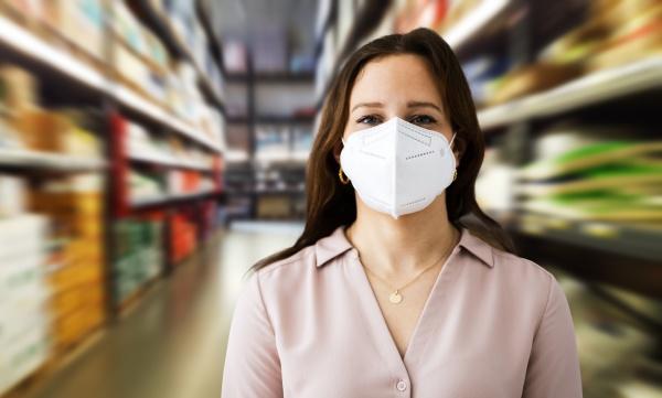 woman wearing covid kn95 face mask