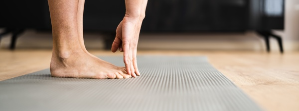 woman doing fitness stretching test