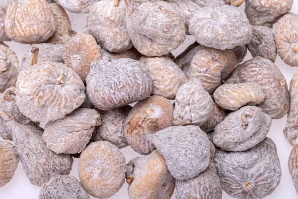 dried figs sprinkled with rice flour