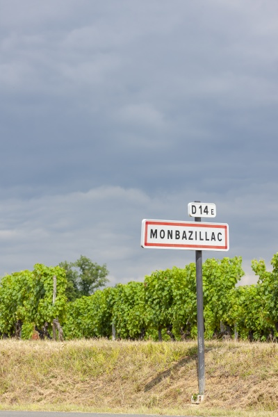 sign and entry to monbazillac