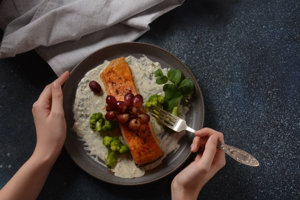 grilled salmon with roasted red grapes