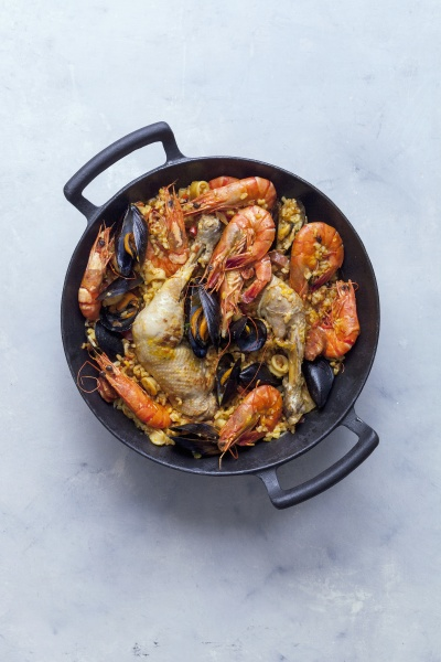 paella with chicken mussels and prawns