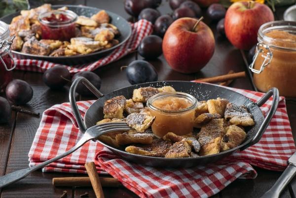bohemian kaiserschmarrn with applesauce and roast