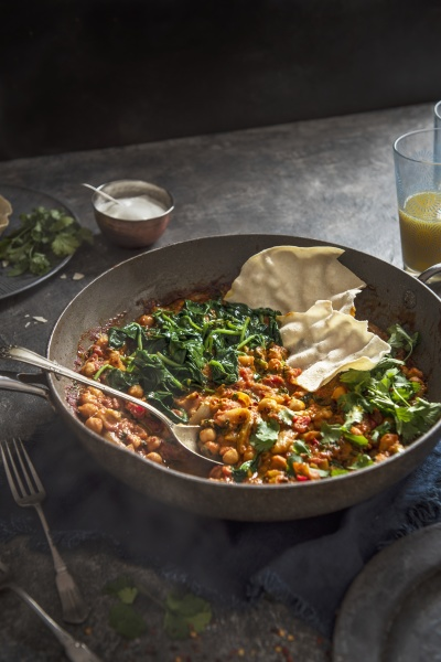 vegeterian chickpea and spinach curry with