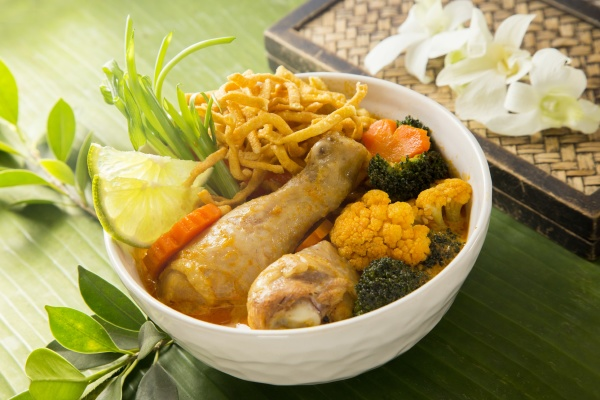 khao soi with chicken and vegetables