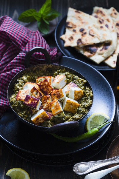 saag paneer fried cheese on spinach
