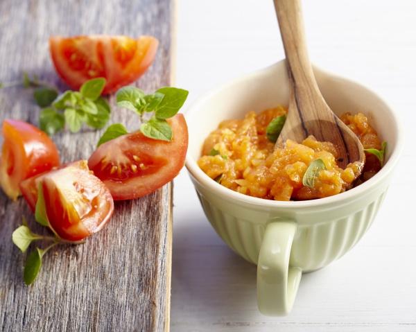 simple quick tomato sauce with oregano
