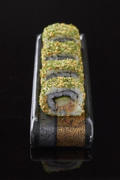 seaweed maki roll with sesame seeds