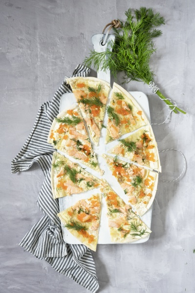 flammkuchen with salmon and dill