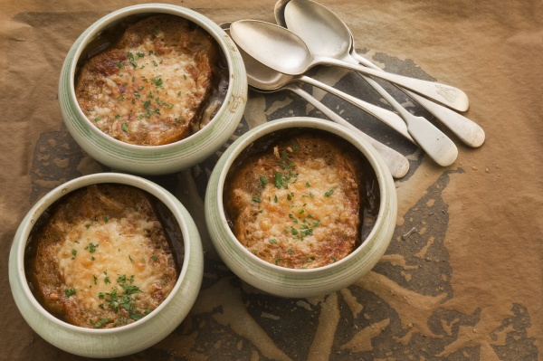 onion and cheese soup pots