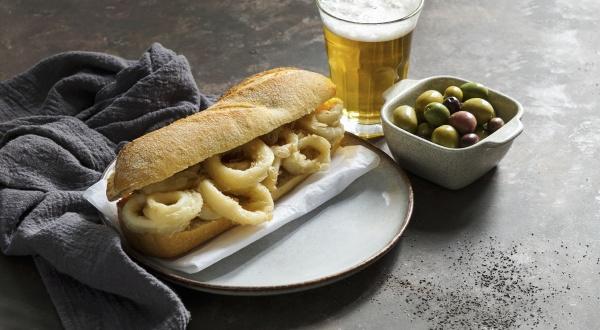 bocadillo con calamares or squid sandwich