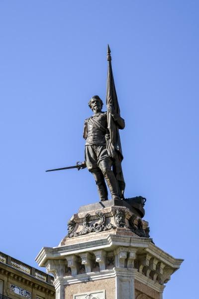 square with monument to antonio de
