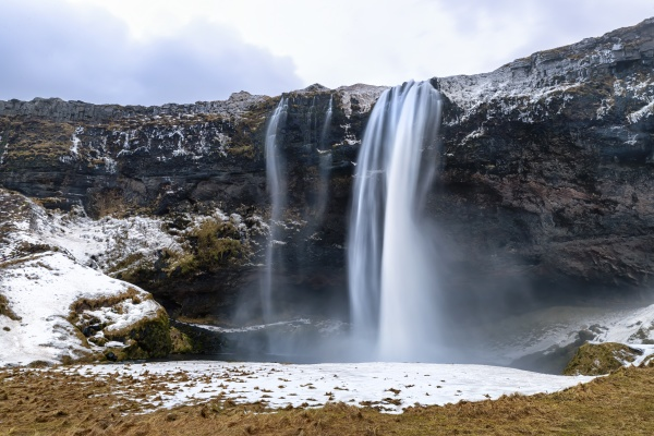front view of the seljalandsfoss waterfall