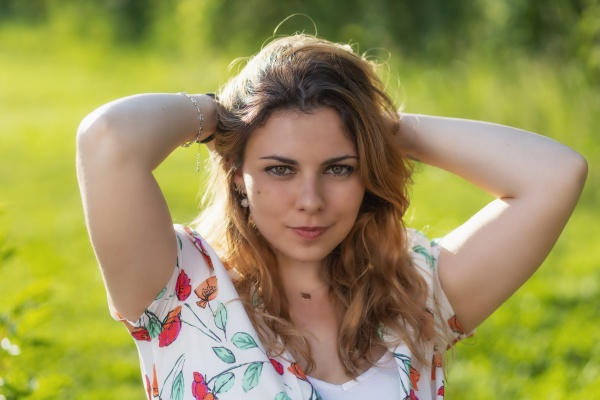 atractive beautiful young woman is