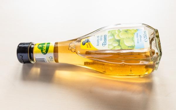 kuehne white wine vinegar bottle on