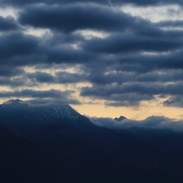 sunrise scene seen from boenigen interlaken