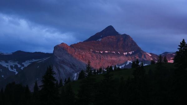 peak of mount oldehore at sunset
