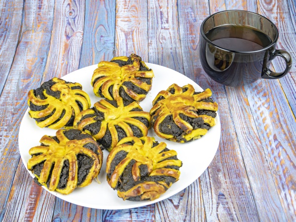baking with poppy seeds on a