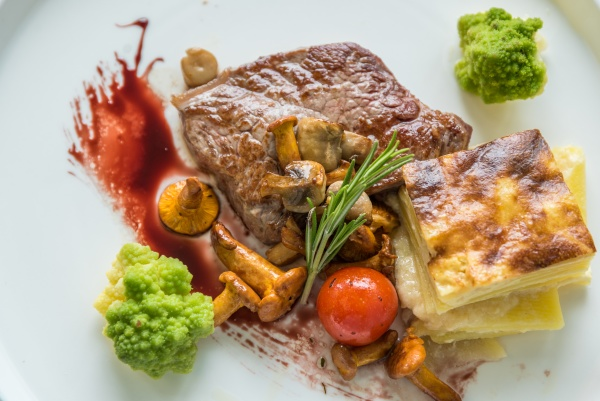 sirloin steak with potato gratin