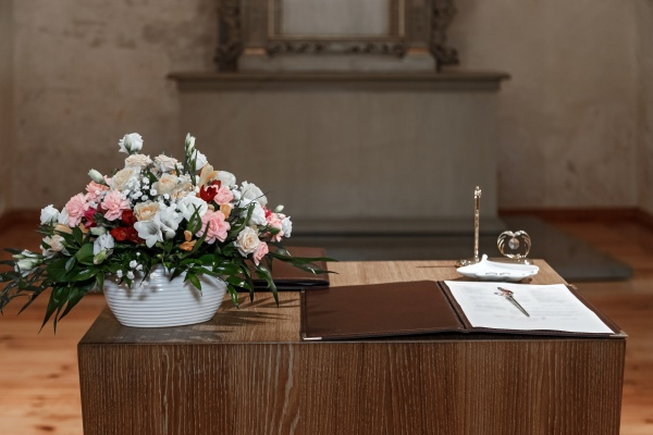 table decoration in the registry office