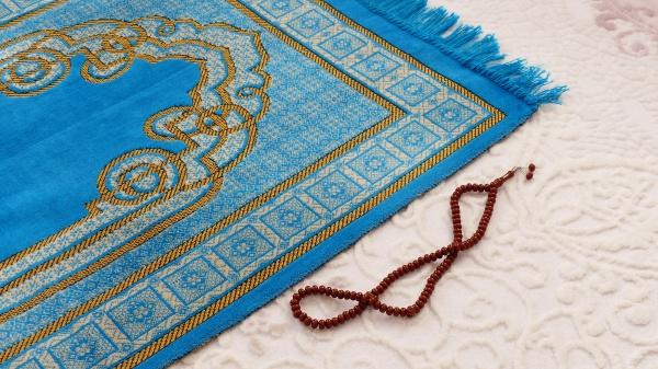 prayer rug and rosary blue prayer