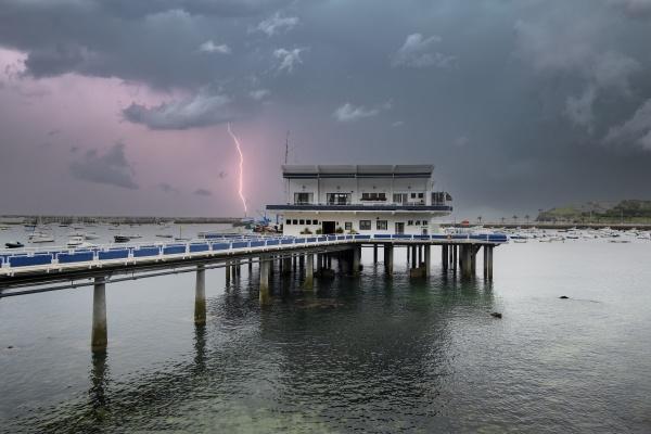 storm the pier
