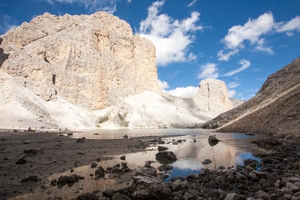 antermoia lake landscape catinaccio group dolomites