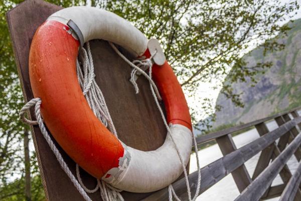 orange, lifebuoy, by, the, lake, vangsmjøse - 30779958