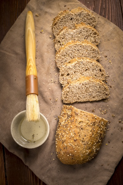 seeded, multigrain, bread, with, olive, oil. - 30781084